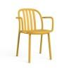 alt= sillón Sue con brazos lamas